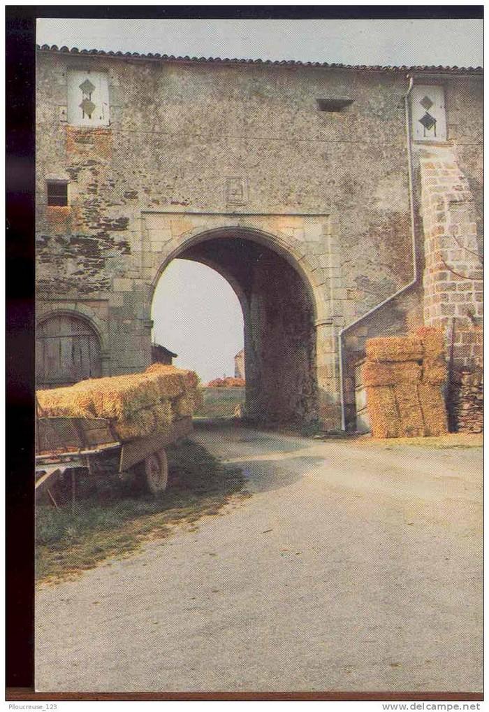 Le porche d'entrée du château dans les années 1970