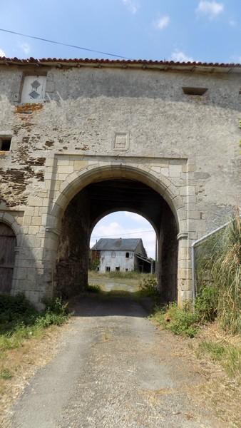 entrée du Château de Pugny