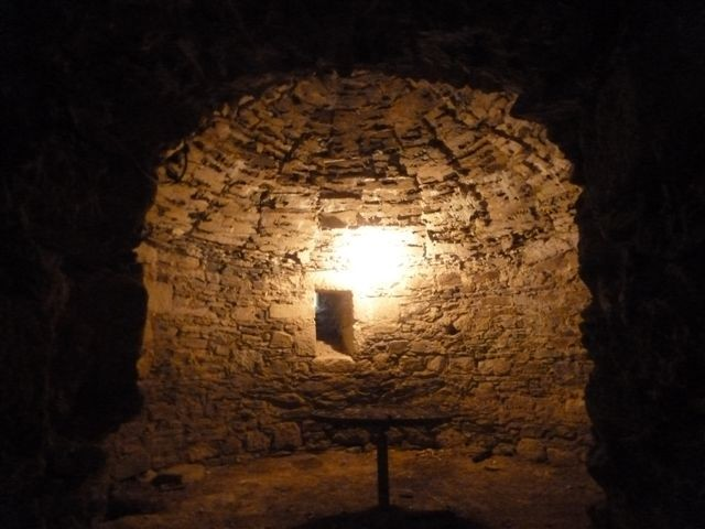 salle de garde sous l'ancien donjon