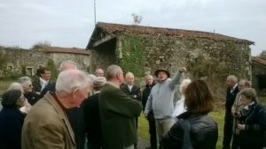 Eric BONNEAU expliquant aux nombreux visiteurs la disposition des anciens bâtiments