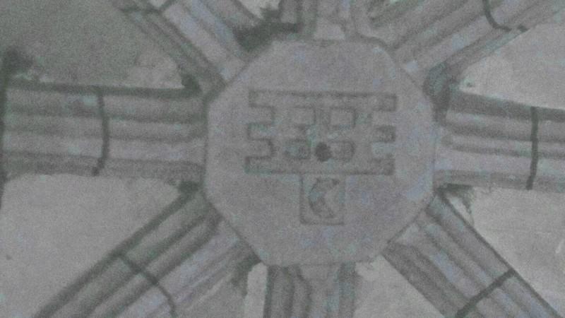 Blasons familles d'APPELVOISIN (herse) et De SAINTE-MAURE (croissant) sur chœur de l'église de PUGNY
