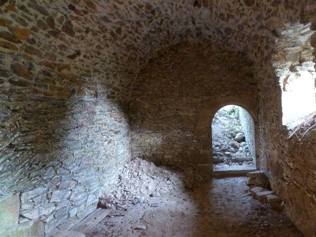 Couloir souterrain rejoignant la cuisine